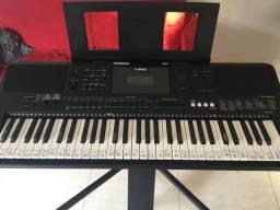 Vendo teclado psr 453 yamaha totalmente novo comprei não usei com capa tripé profissional