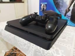 PS4 Slim 500GB com 2 controles - Conservado