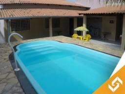 Linda casa c/piscina e c/3 qrts; localizada em bairro nobre, em Caldas Novas. Cód 1014