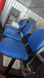 Cadeira 3 lugares juntas