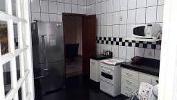 Casa estilo moderno, fino acabamento, contendo 3 quartos