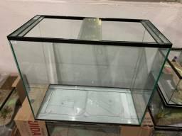 Aquário de 60x30x50cm 90 litros novo com travas e tampas