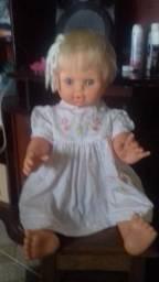 Vendo uma linda boneca