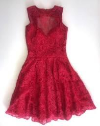 Vestido de festa vermelho com decote nas costa