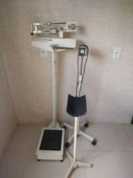 Vendo balança e lâmpada para obstetra e outro item pra clínica