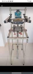 Máquina serigráfica de canecas