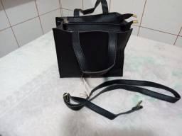 Bolsa pequena com 3 divisórias