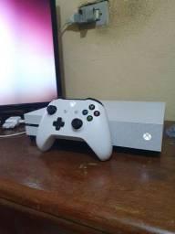 Console Xbox One S 1TB c/1 Controle Wireless, 4k, Cabo HDMI<br><br>