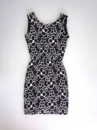 Vestido preto e branco de renda