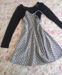 vestido de manga longa branco com detalhes em preto