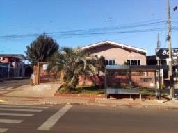 Título do anúncio: Casa com 04 dormitórios e 05 vagas de garagem no Bairro Passo dos Fortes  (cód. 1377)