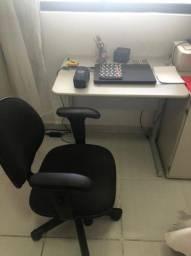 Cadeira com Escrivaninha