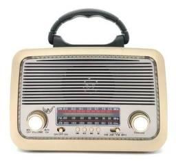 Rádio modelo Retrô Portátil Recarregável, Com Lanterna de Led