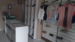 Título do anúncio: Móveis para loja semi novo
