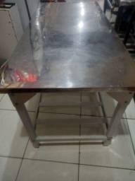 Vendo 14 bancos plasticos usado,cilindro e uma mesa inox para lancheria