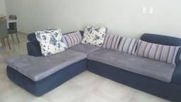 Sofa de canto com almofadas
