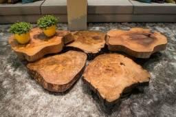 Mesas de centro e artes em madeira rústica