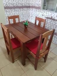 Mesa + 4 cadeiras em madeira bruta (Jacarandá).