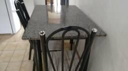 Mesa com 4 cadeiras de ferro semi nova