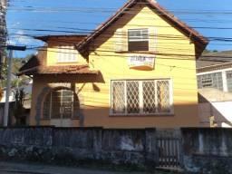 Mosela -Residencial/Comercial. Casa beira de rua. 04 qtos. Murada