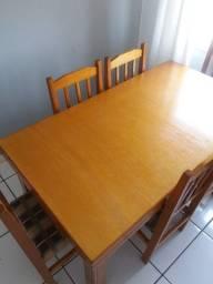Mesa 6 lugares com cadeiras