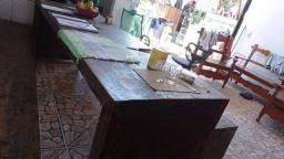 Venda de mesa e armário   de madeira