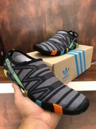 Sapatilha Adidas Híbrida