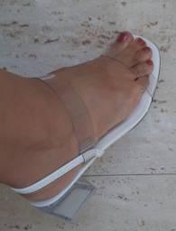 Sandália super tendência- Nova!!! Ótimo preço.
