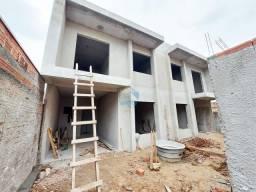 Excelente sobrado à venda com 3 quartos, bem localizado no bairro do Fazendinha em Curitib