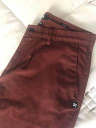 Calça Masculina DC Shoes Vermelha Bordô Tamanho 40 (31 americano)