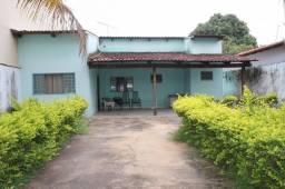 Excelente casa terrea no Jd Mariliza com amplo espaço de quintal e varanda