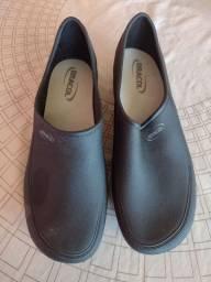 Sapato bracol impermeável