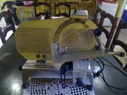 Fatiadora de frios Gural GLP-300