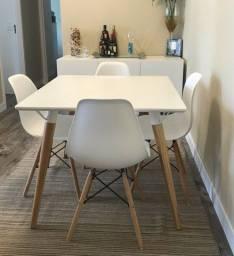 Buffet tok stok + Mesa quadrada + 4 cadeiras Eiffel
