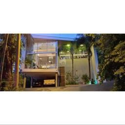 Casa para Venda no bairro Ariribá em Balneário Camboriú, 4 quartos sendo 1 suíte, 2 vagas,
