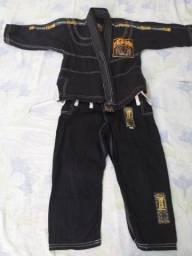 Vendo 2 kimonos infantis