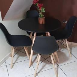 Messas e cadeiras
