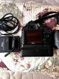 Câmera semi nova Nikon D3200 com todos os acessórios originais