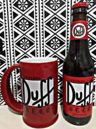 Caneca e Garrafa da Duff para colecionadores.