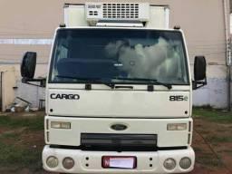 Caminhão camara fria - 2011