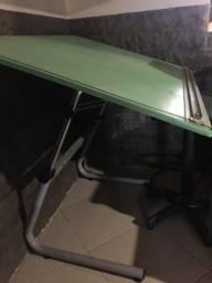 Mesa de desenho com cadeira