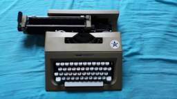 Máquina de Escrever Olliveti Lettera 25