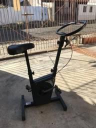 Vendo Bicicleta ergométrica na cor preta