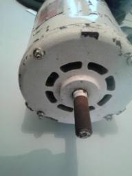 Motor elétrico 1/2 CV trifásico em perfeito estado
