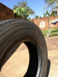 Vendo pneu Marca Pirelli 215/75 Aro 17,5