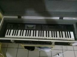 Teclado sintetizador Korg X5D . piano eletrico . hammond b3