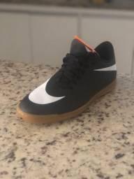 Chuteira de futsal Nike (tênis Nike)