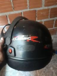 Vende-se um capacete só falta a viseira