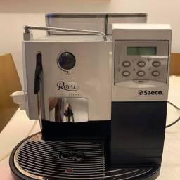 Cafeteira espresso com moedor de grãos