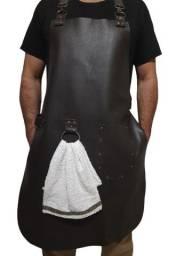 Avental de couro com alças reguláveis